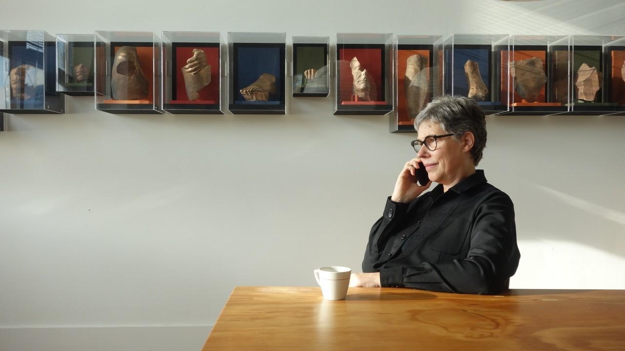 Annick Vroom in atelier, ©Eden Berger