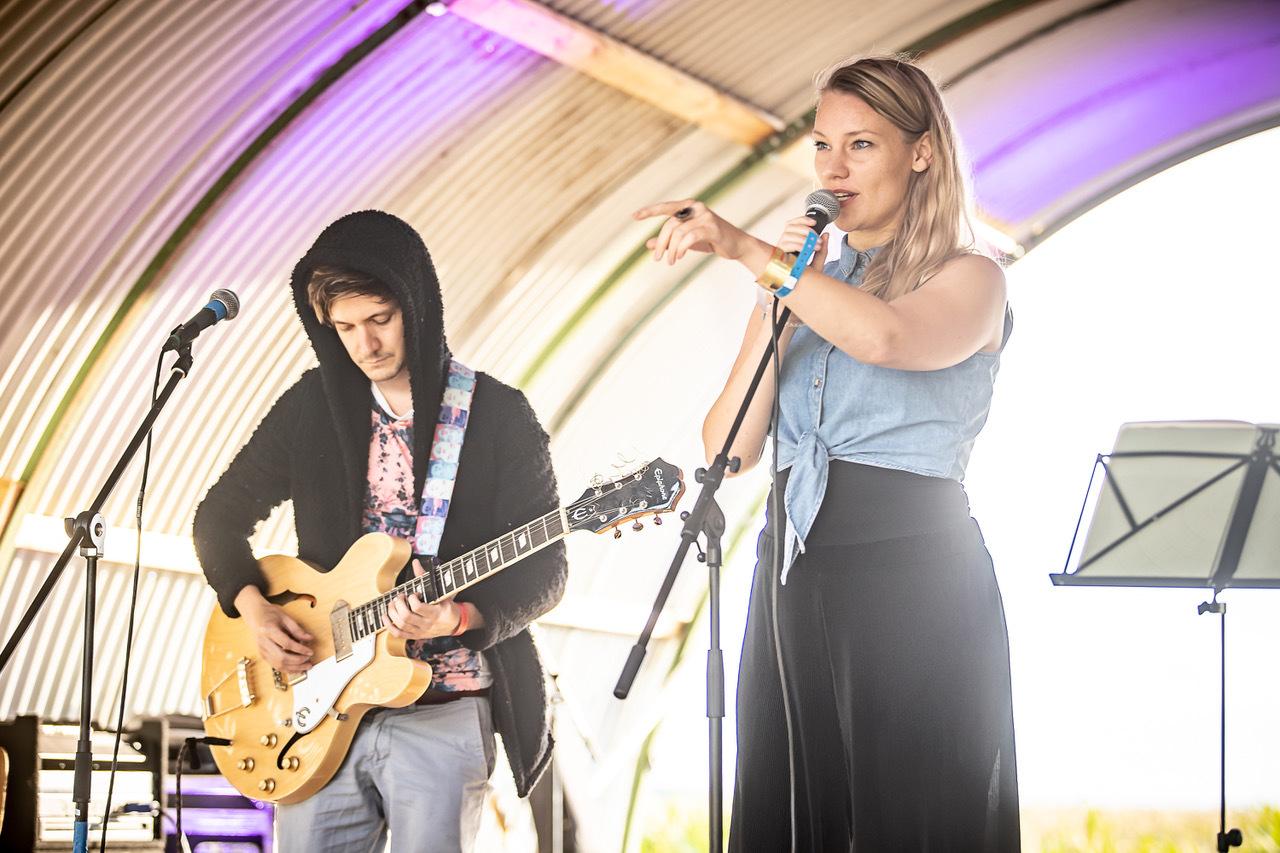Schrijver, muzikant en performer Charlotte Beerda