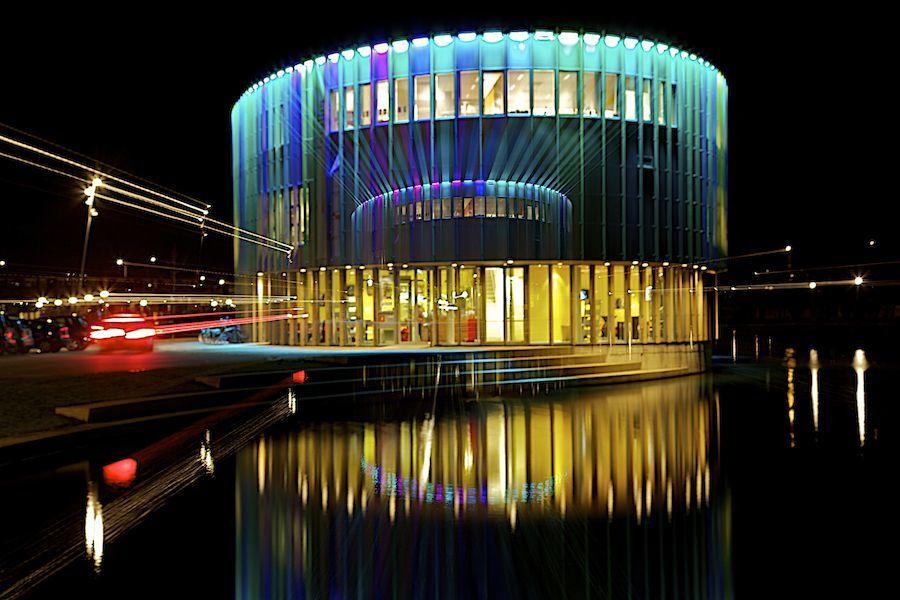 Bijlamerparktheater bij nacht