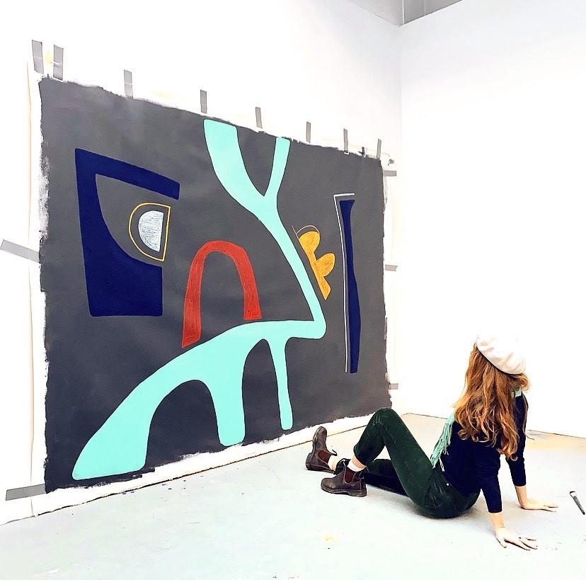 Amber Grothe met haar werk